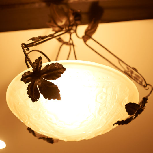 優しい色合いのCultiverの内装照明